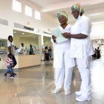 Dans le hall du CHU d'Angondjé, à Libreville.