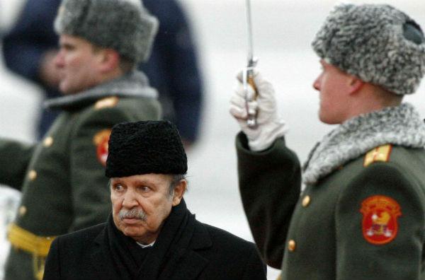 Abdelaziz Bouteflika lors de son arrivée à Moscou le 18 février 2008.