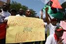 Des Nigérians du Biafra manifestent dans le quartier Biafra d'Abidjan, demandant la libération du leader indépendantiste Nnamdi Kanu, le 23 septembre 2016.