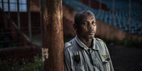 Présent lors du massacre du 28 septembre, Ibrahima Diallo, tailleur, ne peut plus exercé son métier du fait des séquelles des violences dont il a été victime.