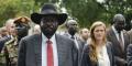 Le président Salva Kiir en compagnie de l'ambassadrice des États-Unis à l'ONU, Samantha Power, à Djouba le 4 septembre 2016.
