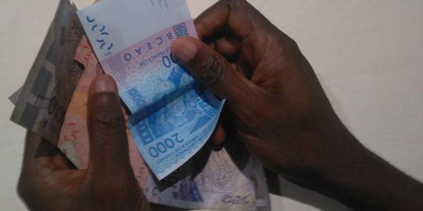 Des coupures en francs CFA d'Afrique de l'Ouest.