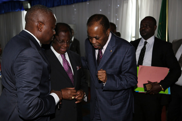 De g. à dr. Vital Kamerhe (opposition), Alexis Thambwe-Mwamba (majorité) et Edem Kodjo, facilitateur du dialogue en RDC, le 6 septembre 2016 à Kinshasa.