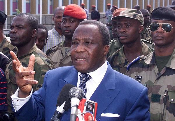 Le général Robert Gueï, le 26 septembre 2000 à Abidjan.