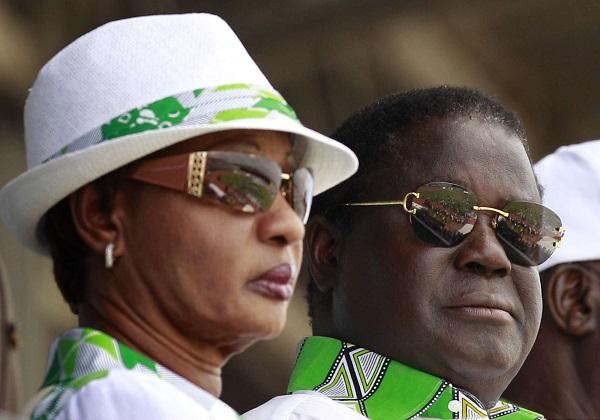 Henri et Henriette Konan Bédié lors de la campagne pour la présidentielle de 2010, à Abidjan.