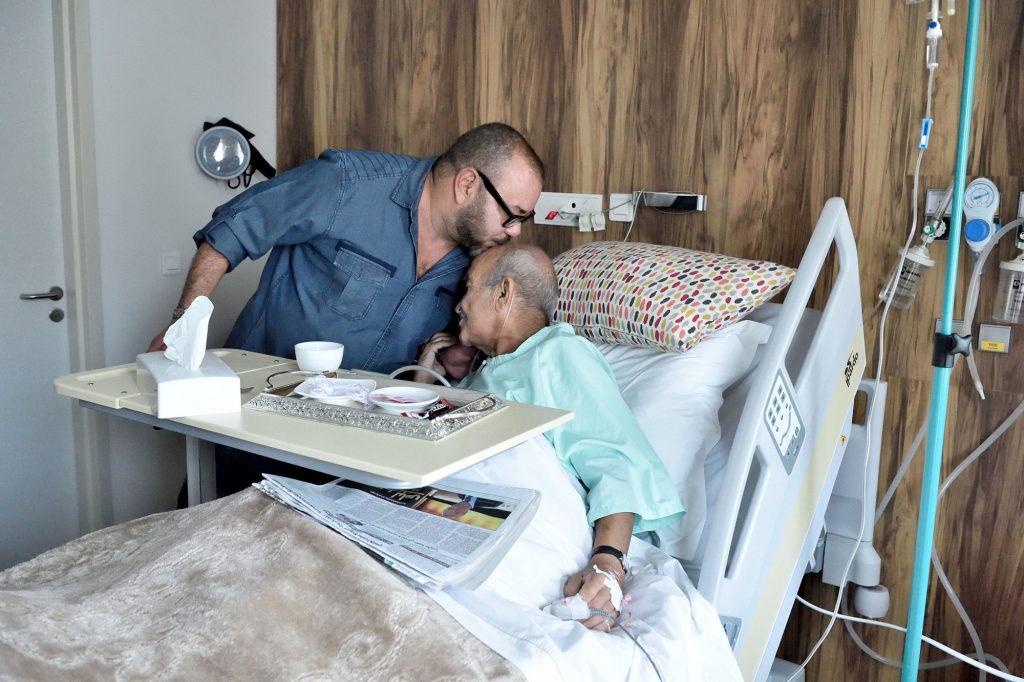 SM le Roi rend visite à M. Abderrahmane Youssoufi hospitalisé suite à une pneumonie15 octobre 2016Casablanca – SM le Roi Mohammed VI, que Dieu L'assiste, a rendu visite, samedi, à M. Abderrahmane Youssoufi dans un établissement hospitalier à Casablanca.