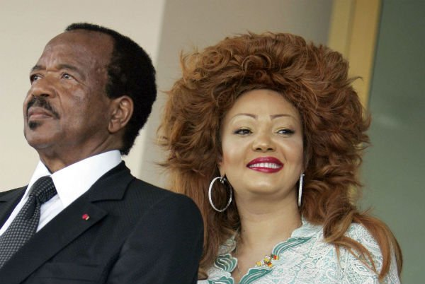 Chantal et Paul Biya à l'aéroport de Yaoundé le 20 mars 2009