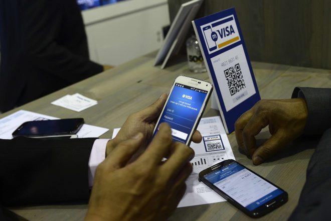 http://www.jeuneafrique.com/552899/economie/banque-mondiale-comment-le-paiement-mobile-revolutionne-les-economies-africaines/