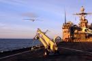Décollage d'un drone ScanEagle américain d'une base militaire dans l'océan Pacifique, le 25 février 2011.