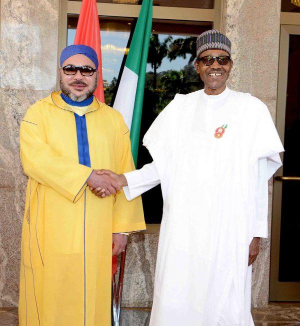 Mohammed VI avec le président nigérian, Muhammadu Buhari, le 2décembre 2016 à Abuja (image d'illustration).