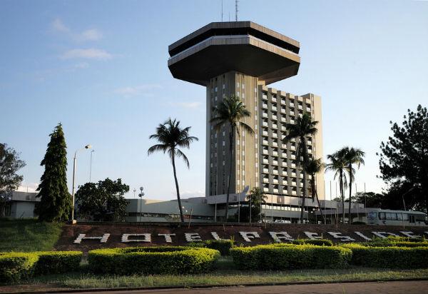 L'hôtel Président est l'une des réalisations emblématiques de l'ère Félix Houphouët-Boigny à Yamoussoukro, son village natal érigé en capitale de la Côte d'Ivoire.