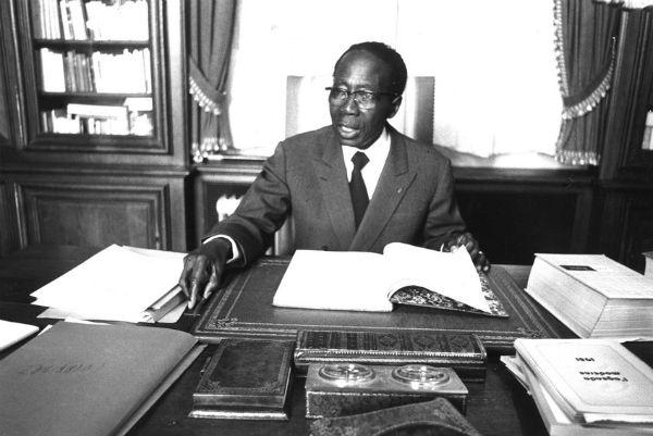 Léopold Sédar Senghor dans sa propriété en août 1981.