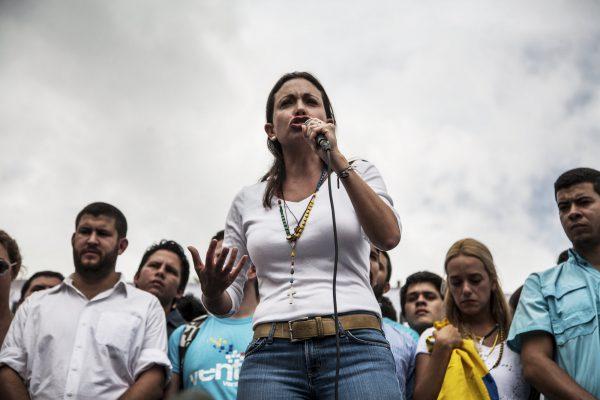 La frondeuse vénézuélienne Maria Corína Machado se lève contre le président chaviste Nicolas Maduro.