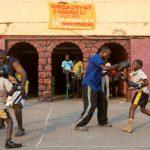 Des enfants congolais s'entraînent à la boxe au stade Tata Raphael à Kinshasa, capital de la République démocratique du Congo, lieu mythique ou s'est déroulé le « combat du siècle » entre Mohamed Ali et Georges Foreman le 30 octobre 1974.