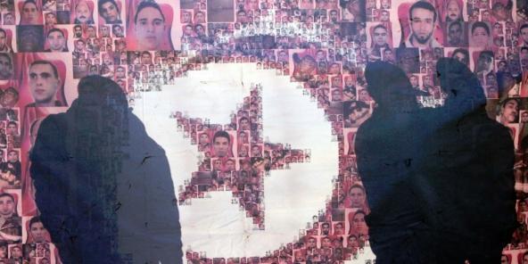 Une affiche des martyrs de la révolution de 2011 exposée en Tunisie.
