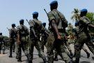Les militaires des différents corps d'armée lors d'une répétition pour le défilé du 4 avril, en 2011, à Ziguinchor, au Sénégal.