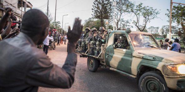 Gambie : les troupes sénégalaises de la Cedeao acclamées à leur entrée dans Banjul