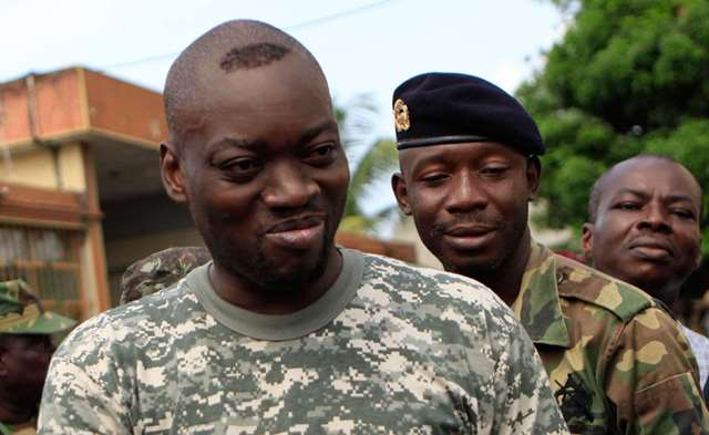 Issiaka 'Wattao' Ouattara dans un camp militaire à proximité d'Abidjan le 15 avril 2011.
