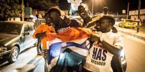 Concert de klaxons et cris de joie dans les rues de Banjul, la nuit même du départ de Jammeh.