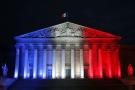 L'Assemblée nationale française aux couleurs de la France, une semaine après les attentats de Paris, le 22 novembre  2015.