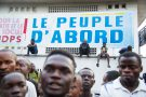 Des partisans du «patriarche» rassemblés aux abords du siège de l'UDPS,le 2févrierà Kinshasa.