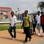 Des étudiants quittent l'université Houphouet Boigny en fin de journée, en 2014, à Abidjan, en Côte d'Ivoire.