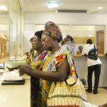 Accueil des affiliés de la Caisse Nationale d'Assurance Maladie et de Garantie Sociale (CNAMGS) à l'hôpital général de Libreville.