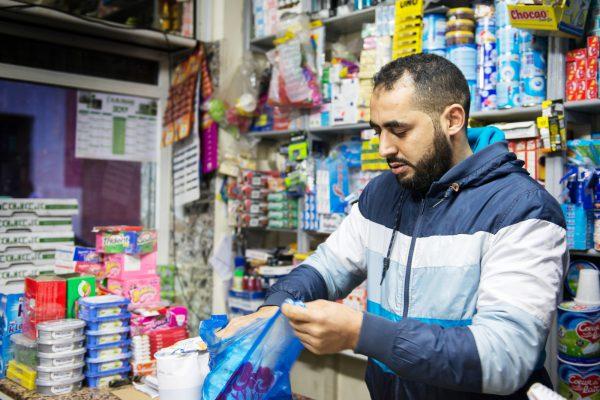 Nahi-m Bouazaoui, frère de l'un des cinq personnes retrouvés calcinées, le 20 fevrier 2011 pendant la vague du printemps arabe, à l'intérieur d'une agence bancaire incendiée dans la ville d'Al Hoceima.