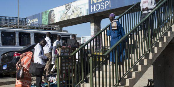 Affiche de la compagnie d'assurances NSIA sur la VDN en direction de l'aéroport Le 3 février 2014. Dakar. Senegal.