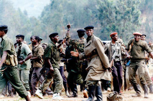 Des combattants du Front patriotique rwandais célèbrent leur victoire sur les forces gouvernementales, enjuillet1994.
