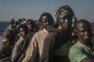 Des migrants originaires d'Afrique subsaharienne sur une embarcation en Méditerranée, en mars 2017, près de la Libye (photo d'illustration).