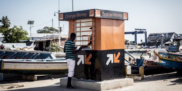 Kiosque de Orange Money dans le quartier de Soumbedioun à Dakar (Sénégal), le 30.10.2014.