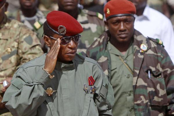 Aboubacar Sidiki Diakité (à dr.), dit Toumba Diakité, a été extradé vers la Guinée dimanche 12 mars 2017.