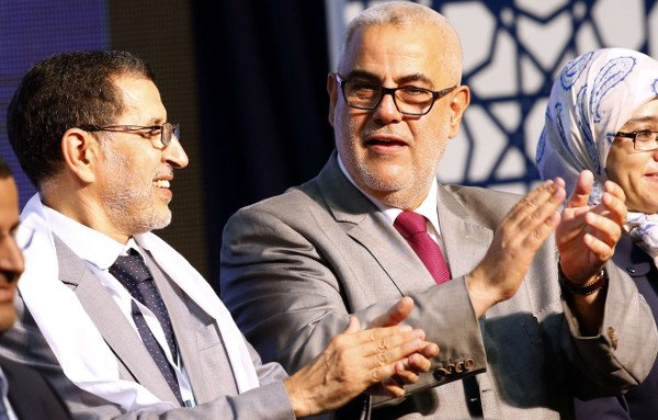 Le chef du gouvernement marocain, Saadeddine El Othmani, avec son prédécesseur, le secrétaire général du Parti justice et développement (PJD), Abdelilah Benkirane, lors d'un meeting électoral le 25 septembre 2016 à Rabat.
