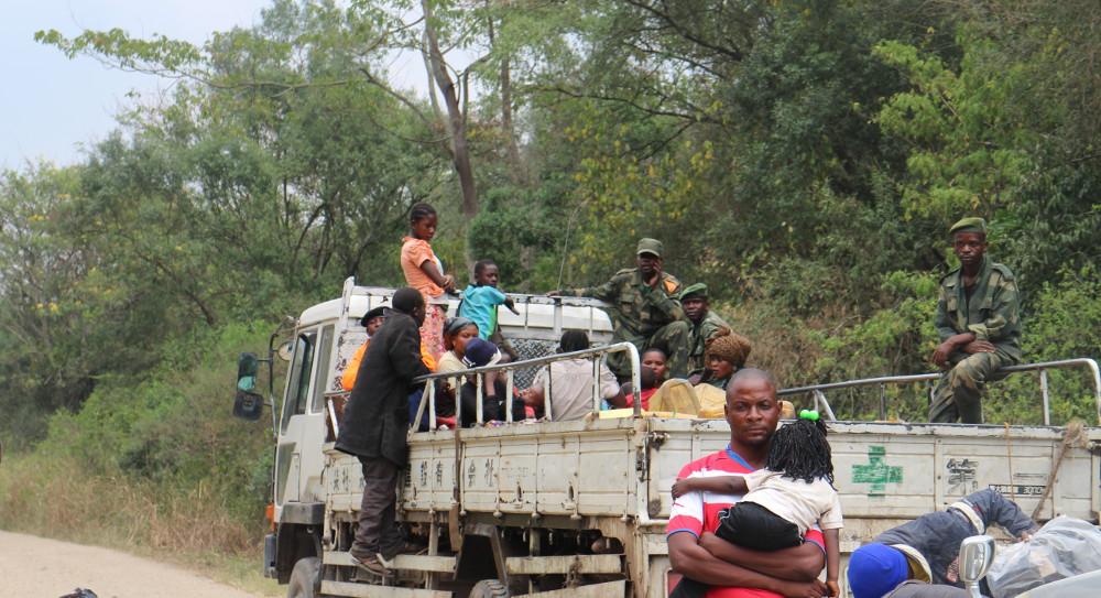 Des soldats de l'armée à bord d'un camion Fuso destiné à l'escorte, le 14 février 2017.