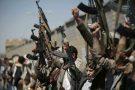 Des rebelles houthis scandent des slogans, à Sanaa, au Yémen en octobre 2016.