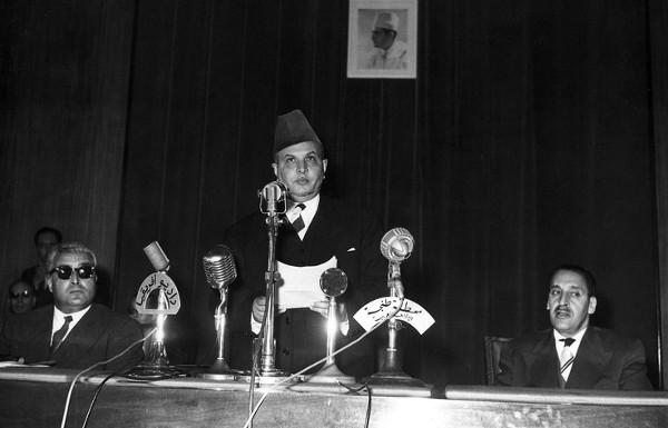 Le leader de l'Istiqlal, Allal El Fassi à la conférence de Tanger, qui a réuni les trois principaux partis maghrébins (le FLN algérien, le Néo Dostour tunisien et l'Istiqlal marocain), en avril 1958.