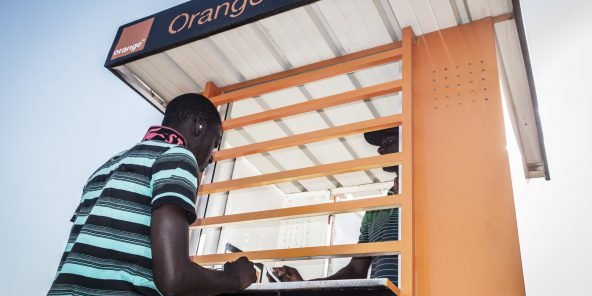 Kiosque d'Orange Money, à Dakar, Sénégal.