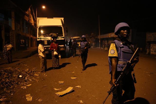 Des Casques bleus sénégalais patrouillent à Goma, dans l'est de la RDC, le 14 janvier 2016.