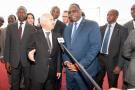 Anas Sefrioui, président directeur du groupe Addoha, avec le président sénégalais Macky Sall, lors de la pose de la première pierre de la Cité de l'Émergence à Dakar en 2014.