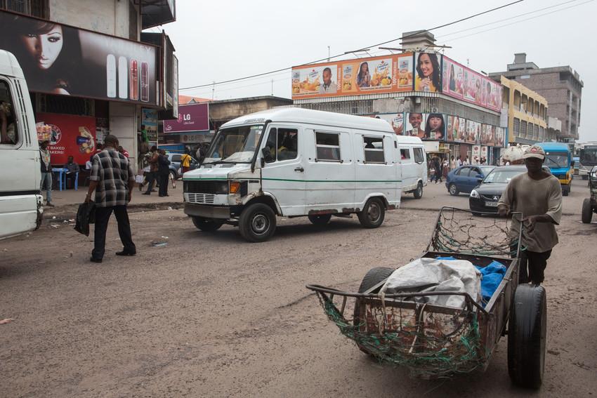 Dans le quartier commerçant de Kinshasa, à proximité de l'avenue du Commerce et du grand marché, en octobre 2014.