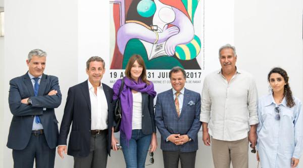 Le couple Sarkozy devant une affiche de Picasso. au Musée Mohammed VI d'art contemporain.
