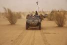 Des soldats français, en patrouille dans le nord du Mali, près de Asongo,  à la frontière du Niger, le 24 juin 2015.