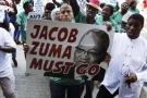 Manifestants à Pretoria, le 4avril, après le limogeage du ministre des Finances, Pravin Gordhan.