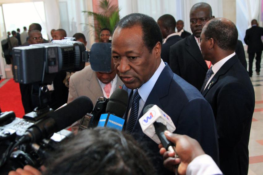 Blaise Compaoré devant la presse au 14e sommet de la francophonie à Kinshasa, le 14 octobre 2012.
