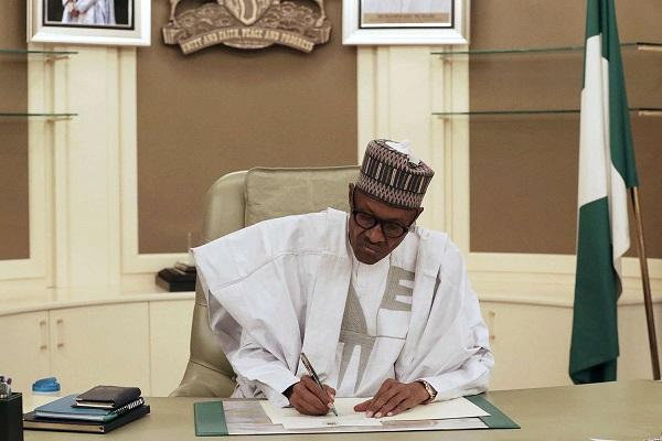 Muhammadu Buhari dans son palais présidentiel à Abuja le 13 mars 2017.