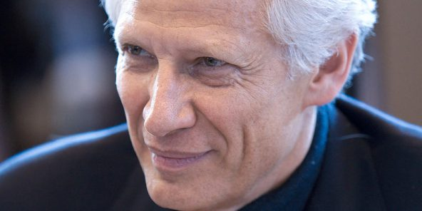 Dominique de Villepin, au salon du livre à Paris, le 30 mars 2010.