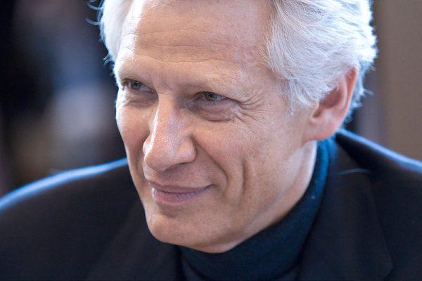 Dominique de Villepin, au salon du livre à Paris, le 30 mars 2010.