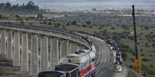 Un train convoie des matériaux pour la construction de la ligne Mombasa-Nairobi, le 23 novembre 2016