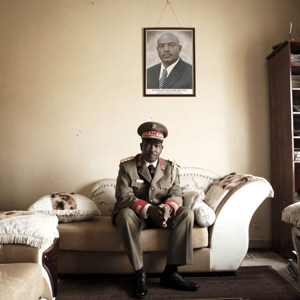 Le général Niyombare, du temps de son appartenance à la nomenklatura militaire, à Bujumbura en août 2012.